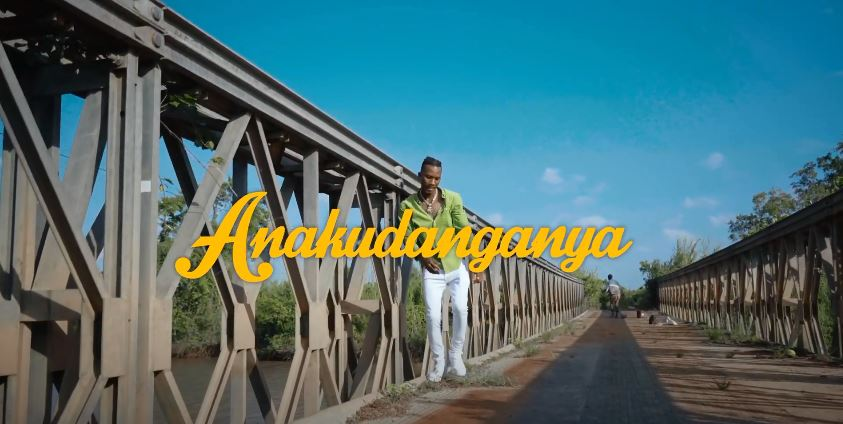VIDEO Smile The Genius – Anakudanganya